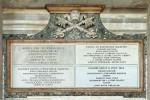 Inscriptions commémorant l'ouverture et la fermeture de la Porte sainte par les papes Pie XII, Paul VI et Jean-Paul II. Portique de la basilique Saint-Jean-de-Latran (Rome).